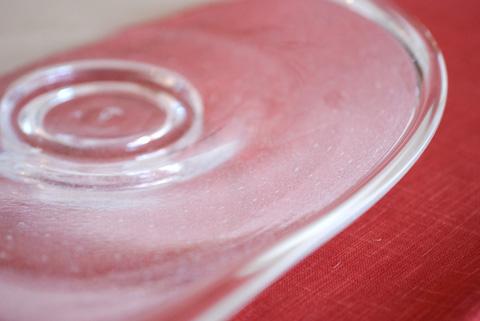 その美しい曲線とガラスであるにもかかわらず伝わってくる独特の暖かさに心を奪われました。