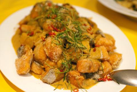 サクサク鮭のレッドカレーソース