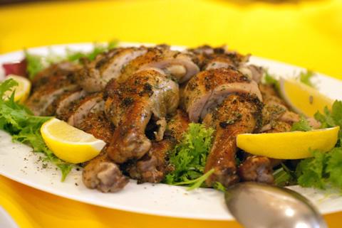 黒椒鶏腿 (ヘイジャオヂィトゥェイ)地鶏のブラックペッパーオーブン焼き