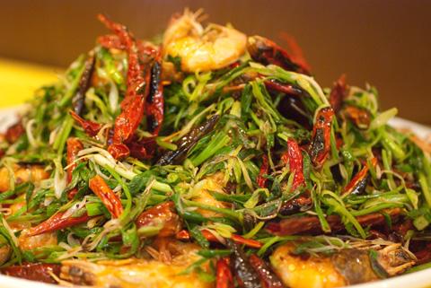 香辣脆虾(ツャンラァツゥイシャー)殻付き海老の香草・四川唐辛子花椒香り炒め