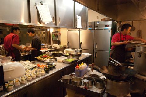 まだまだ厨房で闘う男、田村シェフ。