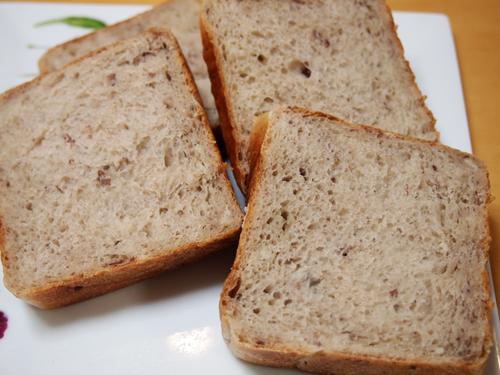 見本は【とかち野酵母】使用:十勝産地の粒餡を入れたブルマン。