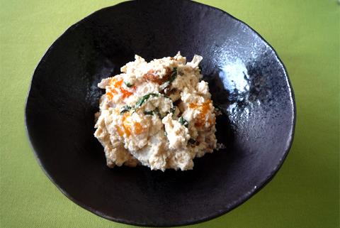 今回のレシピ:焼きちくわと柿の白和え