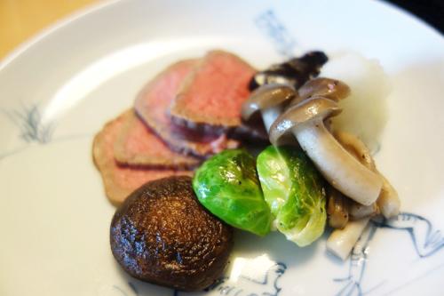 ローストビーフは、肉を常温に戻しておくこと、