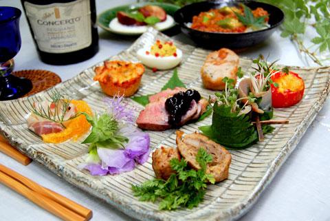 料理一品一品の色合いのバランスを考えてしつこくなく、でも鮮やかに、楽しめる一皿を、という感じに。